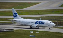 IL-18さんが、ミュンヘン・フランツヨーゼフシュトラウス空港で撮影したUTエア 737-524の航空フォト(飛行機 写真・画像)
