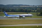 IL-18さんが、ミュンヘン・フランツヨーゼフシュトラウス空港で撮影した全日空 777-381/ERの航空フォト(飛行機 写真・画像)