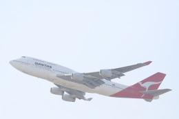 three-threeさんが、香港国際空港で撮影したカンタス航空 747-438の航空フォト(写真)