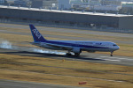 7zeauxさんが、羽田空港で撮影した全日空 767-381の航空フォト(写真)