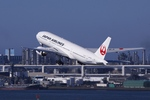 Lekiさんが、羽田空港で撮影した日本航空 777-246の航空フォト(飛行機 写真・画像)