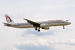Tomo-Papaさんが、ロンドン・ヒースロー空港で撮影したロイヤル・エア・モロッコ A321-211の航空フォト(飛行機 写真・画像)