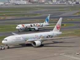 qooさんが、羽田空港で撮影した日本航空 777-246の航空フォト(飛行機 写真・画像)
