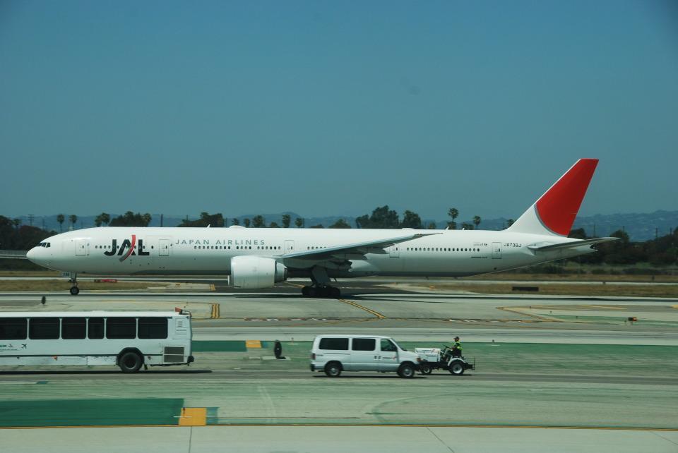 SHOさんの日本航空 Boeing 777-300 (JA738J) 航空フォト