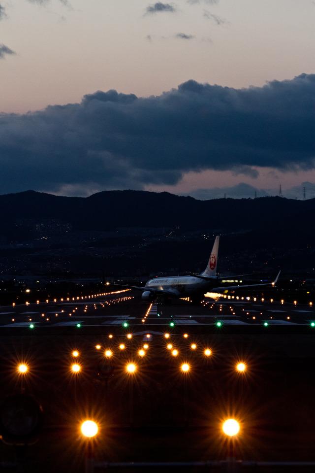 Odyssey_Aquariusさんが、伊丹空港で撮影したJALエクスプレス 737-846の航空フォト(飛行機 写真・画像)