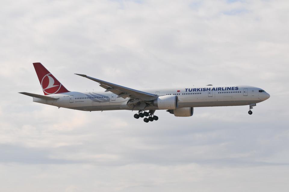 panchiさんのターキッシュ・エアラインズ Boeing 777-300 (TC-JJG) 航空フォト