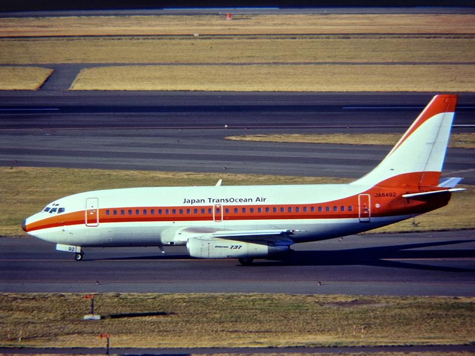 nishikiさんの日本トランスオーシャン航空 Boeing 737-200 (JA8492) 航空フォト
