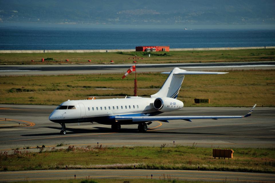 T.Sazenさんの-- Bombardier BD-700 Global Express/5000/6000 (VP-BBK) 航空フォト