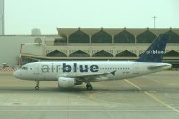 しんさんが、ドバイ国際空港で撮影したエア・ブルー A319-112の航空フォト(飛行機 写真・画像)