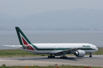 xxxxxzさんが、関西国際空港で撮影したアリタリア航空 777-243/ERの航空フォト(飛行機 写真・画像)