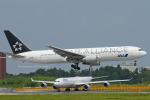 Scotchさんが、成田国際空港で撮影した全日空 767-381/ERの航空フォト(写真)