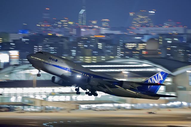 チーフさんが、福岡空港で撮影した全日空 747-481(D)の航空フォト(飛行機 写真・画像)