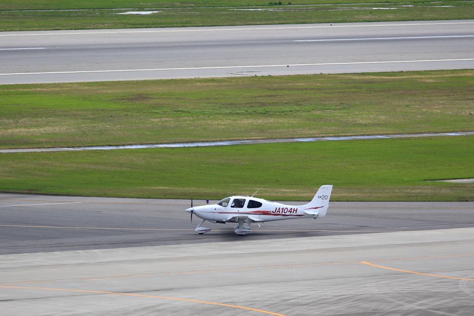 T.Sazenさんの学校法人ヒラタ学園 航空事業本部 Cirrus SR20 (JA104H) 航空フォト