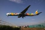turt@かめちゃんさんが、伊丹空港で撮影した全日空 777-381の航空フォト(写真)