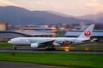 rjnsphotoclub-No.07さんが、福岡空港で撮影した日本航空 777-246の航空フォト(飛行機 写真・画像)