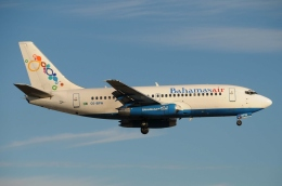 ★グリオさんが、マイアミ国際空港で撮影したバハマスエア 737-2K5/Advの航空フォト(飛行機 写真・画像)