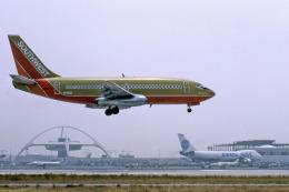 Gambardierさんが、ロサンゼルス国際空港で撮影したサウスウェスト航空 737-2H4/Advの航空フォト(飛行機 写真・画像)