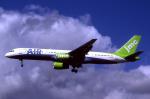 WING_ACEさんが、ロンドン・ガトウィック空港で撮影したJMCエア 757-28Aの航空フォト(飛行機 写真・画像)