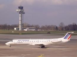れぃさんが、アムステルダム・スキポール国際空港で撮影したレジォナル ERJ-145MPの航空フォト(飛行機 写真・画像)