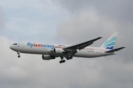 NIKEさんが、ロンドン・ガトウィック空港で撮影したサンウィング・エアラインズ 767-3Y0/ERの航空フォト(飛行機 写真・画像)