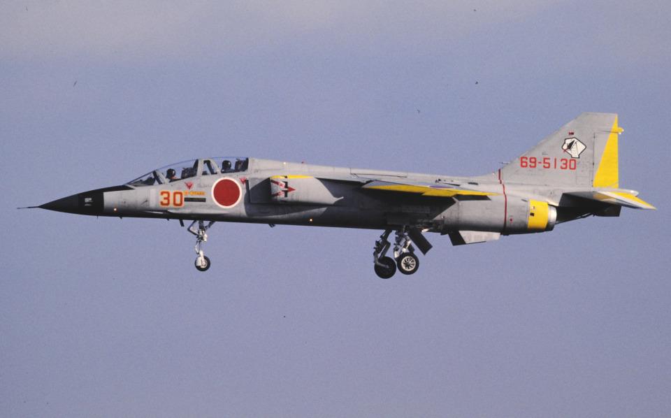 チャーリーマイクさんの航空自衛隊 Mitsubishi T-2 (69-5130) 航空フォト