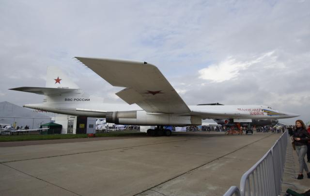 ロシア空軍 Tupolev Tu-160 RF-9...
