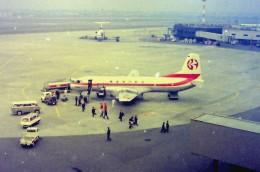 東亜国内航空さんが、伊丹空港で撮影した東亜国内航空 YS-11-129の航空フォト(飛行機 写真・画像)