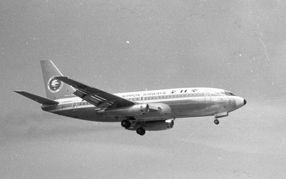 チャーリーマイクさんの全日空 Boeing 737-200 (JA8403) 航空フォト