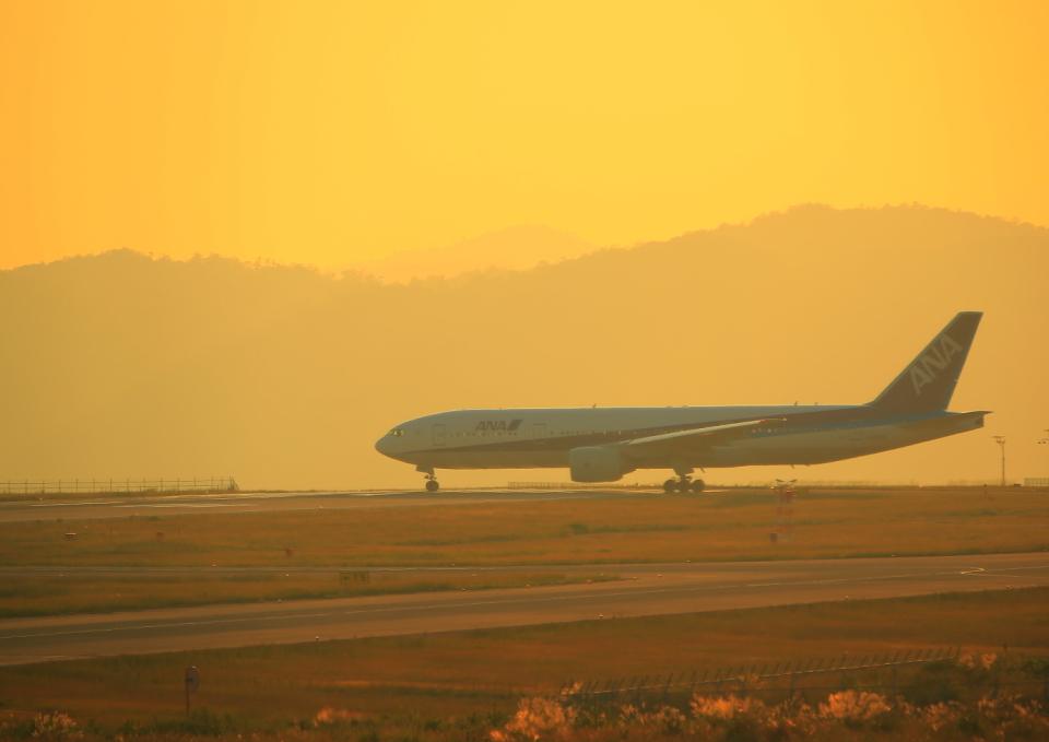 ふじいあきらさんの全日空 Boeing 777-300 (JA734A) 航空フォト