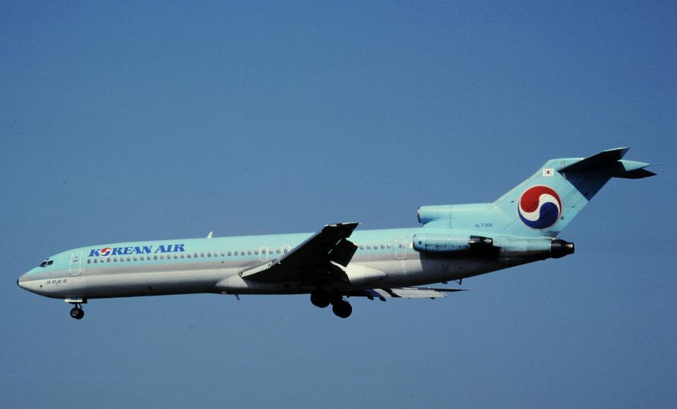 チャーリーマイクさんの大韓航空 Boeing 727-200 (HL7366) 航空フォト