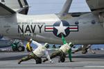 Scotchさんが、米海軍空母ジョージ・ワシントン - USS George Washington, CVN-73で撮影したアメリカ海軍 E-2C Hawkeyeの航空フォト(飛行機 写真・画像)
