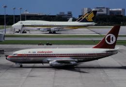 チャーリーマイクさんが、シンガポール・チャンギ国際空港で撮影したマレーシア航空 737-2H6/Advの航空フォト(飛行機 写真・画像)