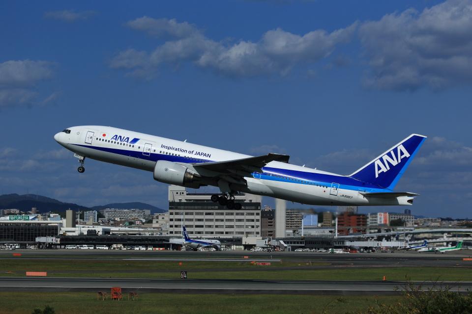 T.Sazenさんの全日空 Boeing 777-200 (JA8967) 航空フォト