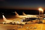 たにへいさんが、中部国際空港で撮影した日本航空 737-846の航空フォト(写真)