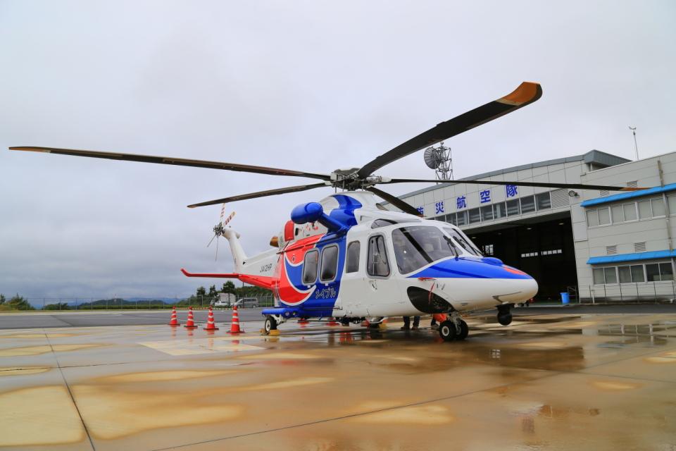 ふじいあきらさんの広島県防災航空隊 AgustaWestland AW139 (JA12HP) 航空フォト