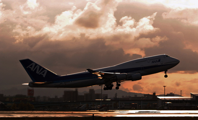 SH60J121さんが、福岡空港で撮影した全日空 747-481の航空フォト(飛行機 写真・画像)