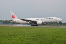 E-75さんが、函館空港で撮影した日本航空 777-246の航空フォト(飛行機 写真・画像)