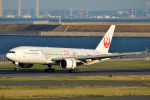 Peter Hoさんが、羽田空港で撮影した日本航空 777-246の航空フォト(写真)