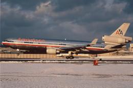 kixmeister弐さんが、伊丹空港で撮影したアメリカン航空 MD-11の航空フォト(飛行機 写真・画像)