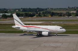 jombohさんが、チューリッヒ空港で撮影したチロリアン・ジェット・サービス A318-112 CJ Eliteの航空フォト(飛行機 写真・画像)