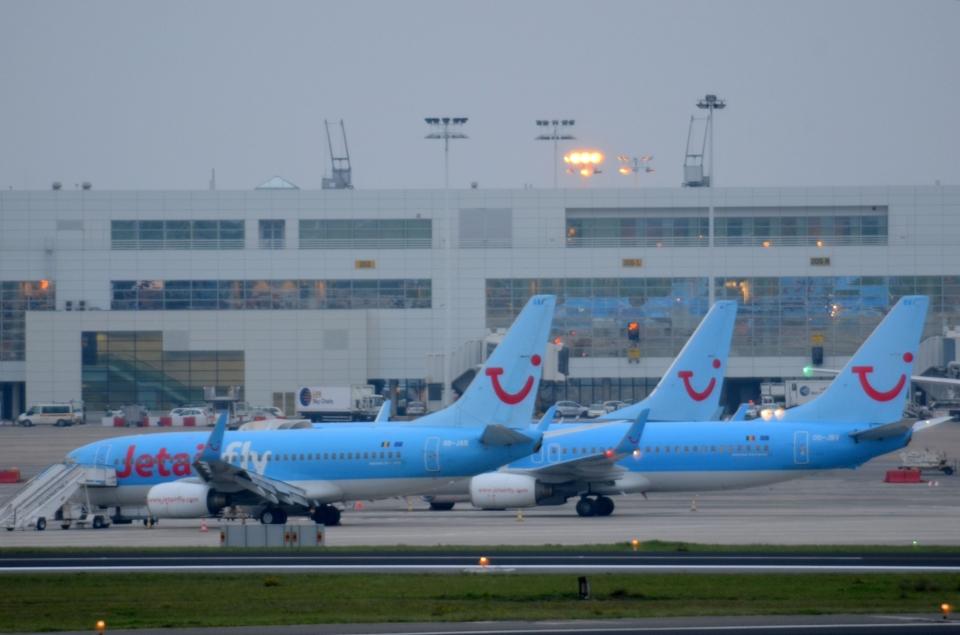 ジェットエアフライ Boeing 737-800 OO-JAV ブリュッセル国際空港 航空 ...