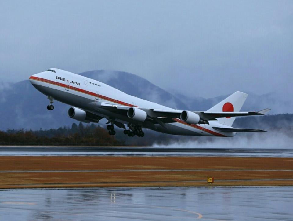 ふじいあきらさんの航空自衛隊 Boeing 747-400 (20-1101) 航空フォト
