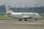 やまっちさんが、スカルノハッタ国際空港で撮影したバタビア航空 737-2Q8/Advの航空フォト(写真)