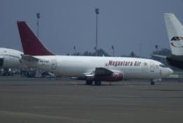 やまっちさんが、スカルノハッタ国際空港で撮影したメガンタラ・エア 737-209/Adv(F)の航空フォト(飛行機 写真・画像)