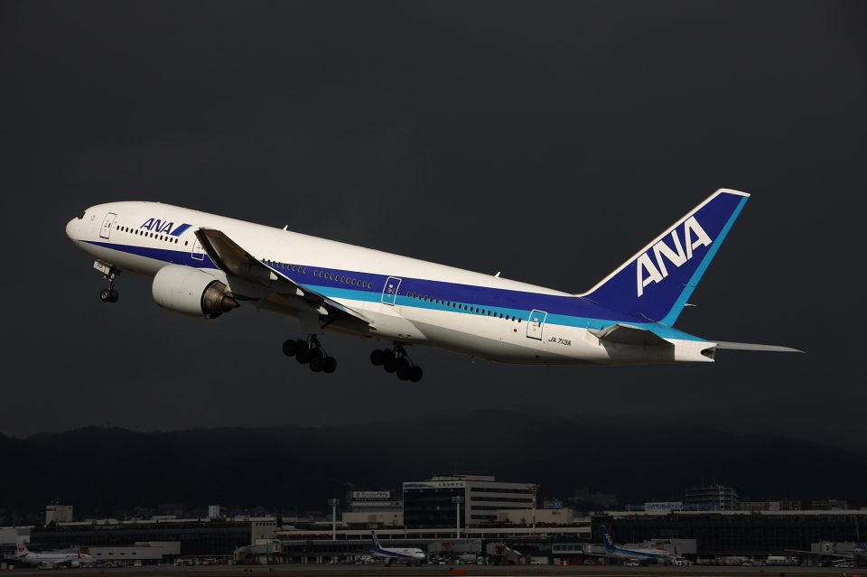 WING_ACEさんの全日空 Boeing 777-200 (JA713A) 航空フォト