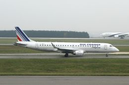 hiroki_h2さんが、パリ シャルル・ド・ゴール国際空港で撮影したレジォナル ERJ-190-100 LR (ERJ-190LR)の航空フォト(飛行機 写真・画像)