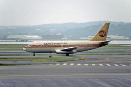 Gambardierさんが、ロナルド・レーガン・ワシントン・ナショナル空港で撮影したコンチネンタル航空 737-217の航空フォト(飛行機 写真・画像)